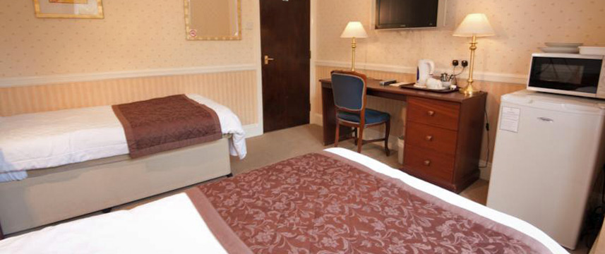 Hillingdon Prince Hotel - Triple Bedroom