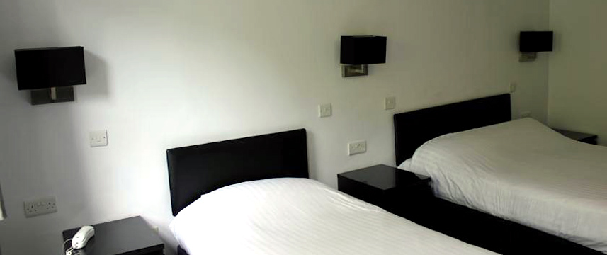 Hillingdon Prince Hotel - Twin Bedroom