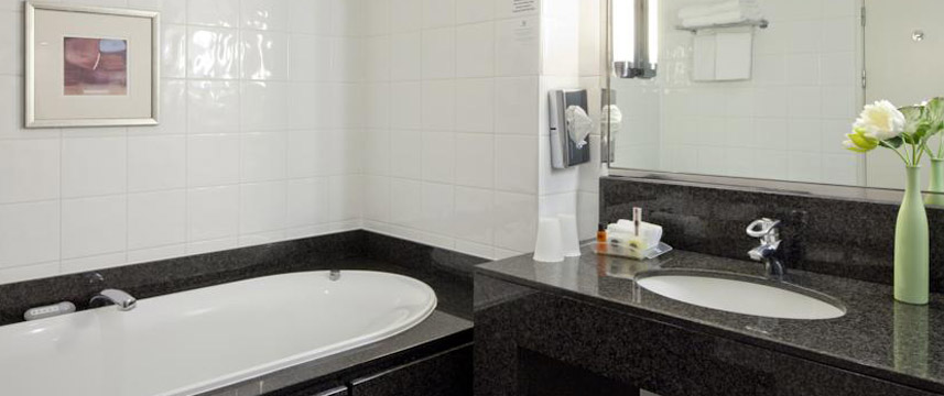 Holiday Inn Birmingham M6 Jct 7 - Bathroom