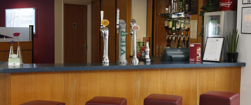 Holiday Inn Bristol City Centre - Bar Area