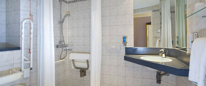 Holiday Inn Bristol City Centre - Bathroom Accessible