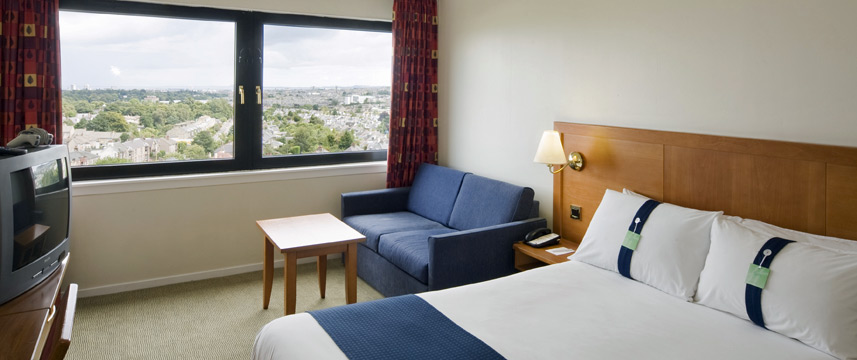 Holiday Inn Edinburgh City West Bedroom