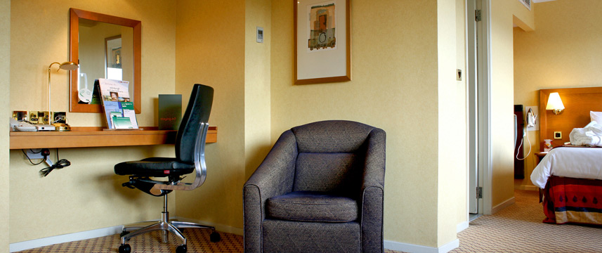 Holiday Inn Edinburgh City West Junior Suite