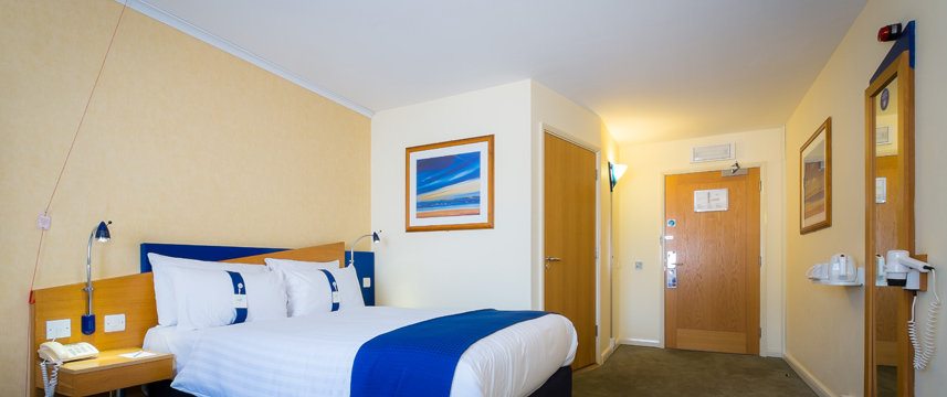 Holiday Inn Express Aberdeen City Centre - Accessible Room