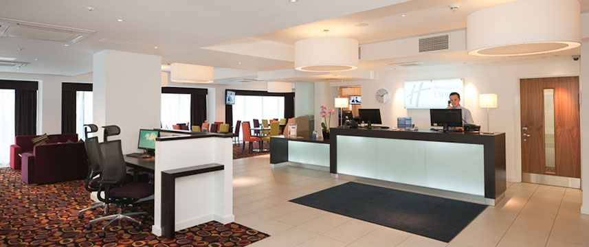 Holiday Inn Express Birmingham South A45 - Front Desk