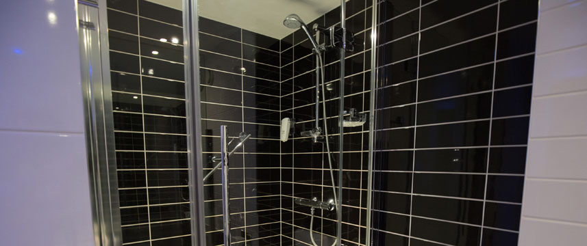 Holiday Inn Express Birmingham South A45 - Shower