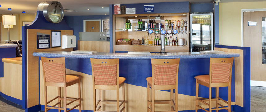 Holiday Inn Express Bradford City Centre - Bar