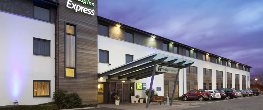 Holiday Inn Express Cambridge - Exterior