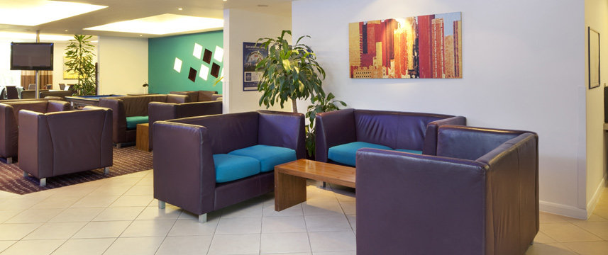 Holiday Inn Express Cambridge - Lobby