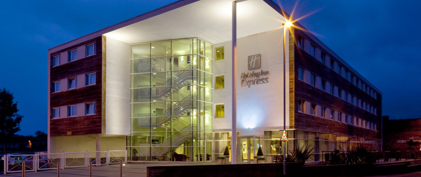 Holiday Inn Express Chester Racecourse - Exterior