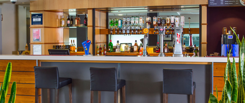 Holiday Inn Express City Centre Riverside Bar