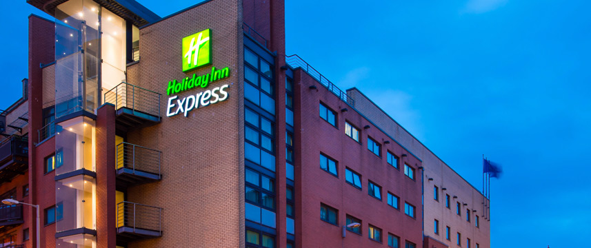 Holiday Inn Express City Centre Riverside Exterior