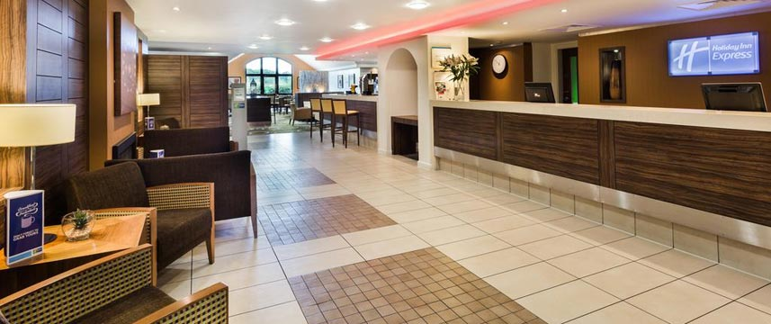 Holiday Inn Express Colchester - Lobby