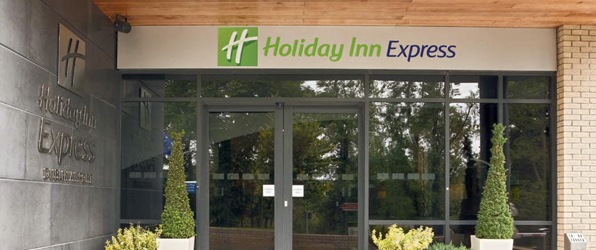 Holiday Inn Express Dublin Airport - Entrance