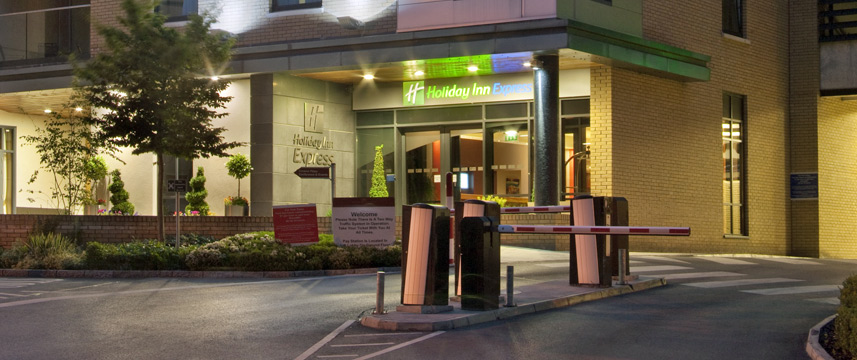 Holiday Inn Express Dublin Airport - Exterior