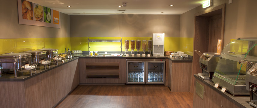 Holiday Inn Express Edinburgh Airport - Breakfast Area