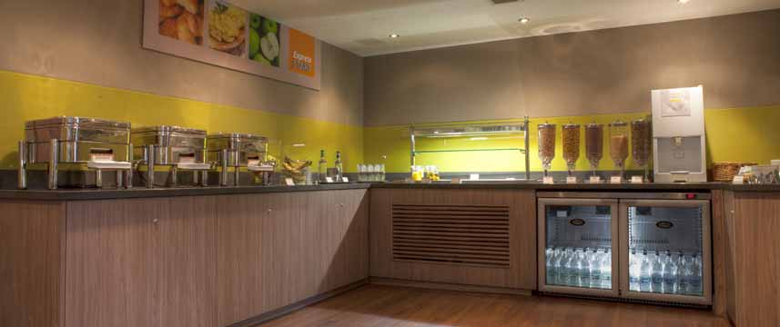 Holiday Inn Express Edinburgh Airport - Buffet Area