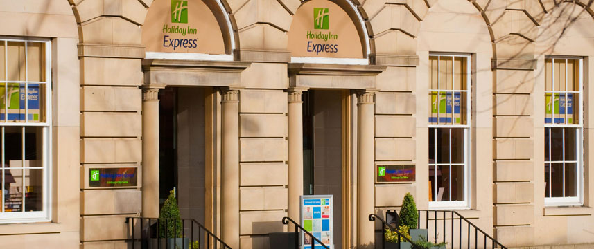 Holiday Inn Express Edinburgh Exterior