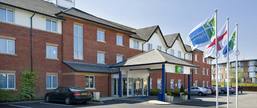 Holiday Inn Express Gatwick - Crawley - Exterior