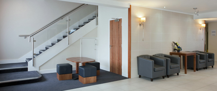 Holiday Inn Express Gatwick - Crawley - Lobby