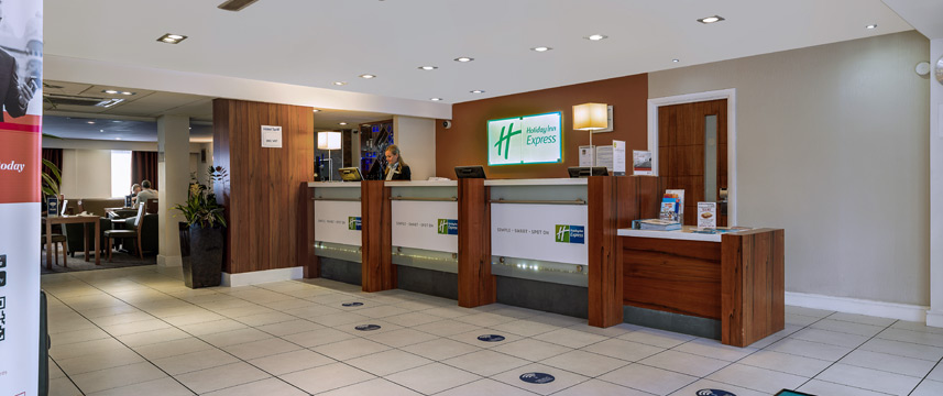 Holiday Inn Express Gatwick - Crawley - Reception