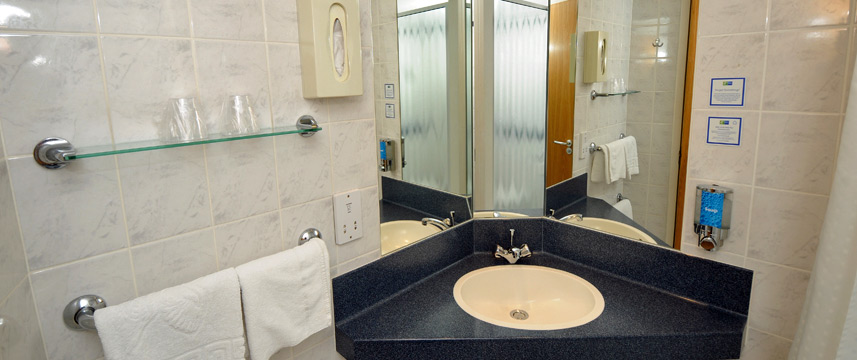 Holiday Inn Express Glasgow Airport - Bathroom