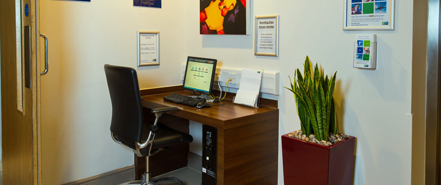 Holiday Inn Express Glasgow Airport - Business Centre