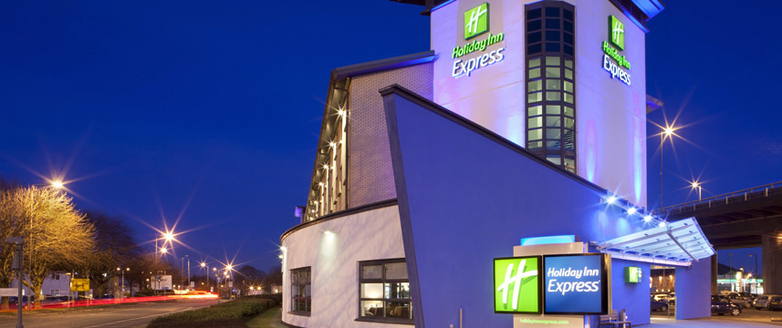 Holiday Inn Express Glasgow Airport - Exterior Night