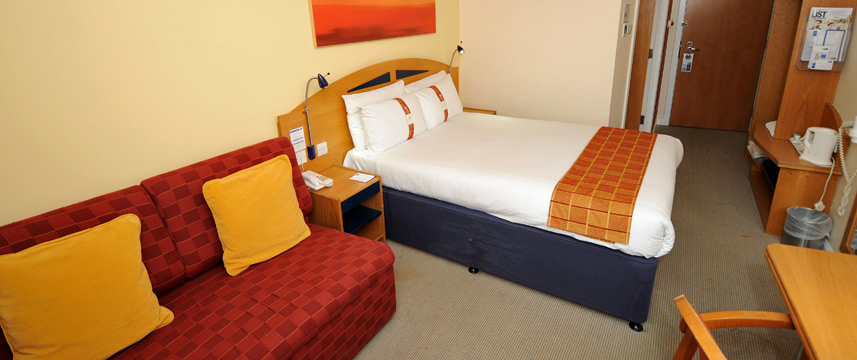 Holiday Inn Express Glasgow Airport - Family Room Beds