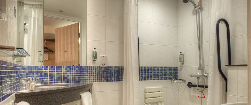 Holiday Inn Express Glasgow City Centre - Accessible Bathroom