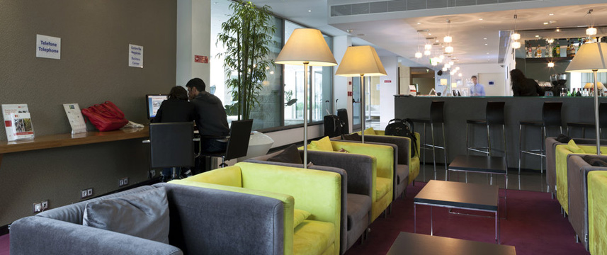 Holiday Inn Express Lisbon Bar