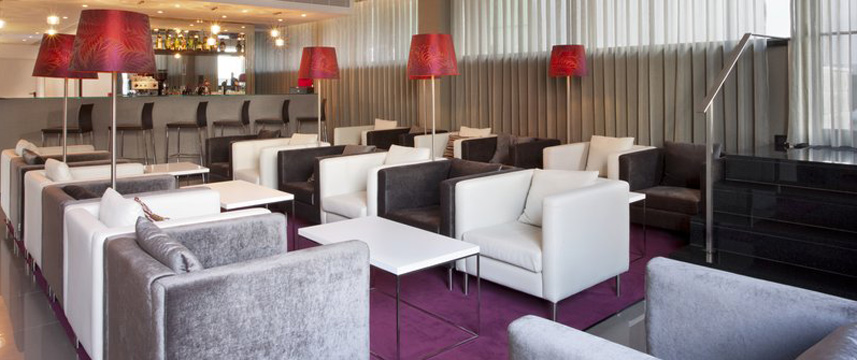 Holiday Inn Express Lisbon Bar Lounge