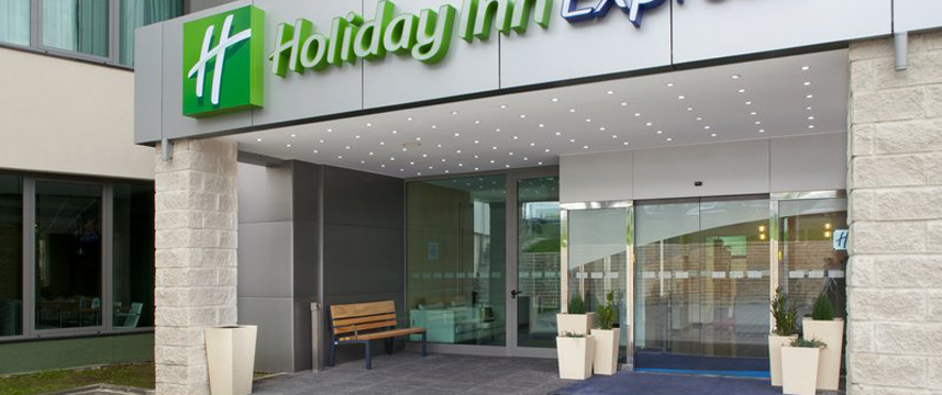 Holiday Inn Express Lisbon Entrance