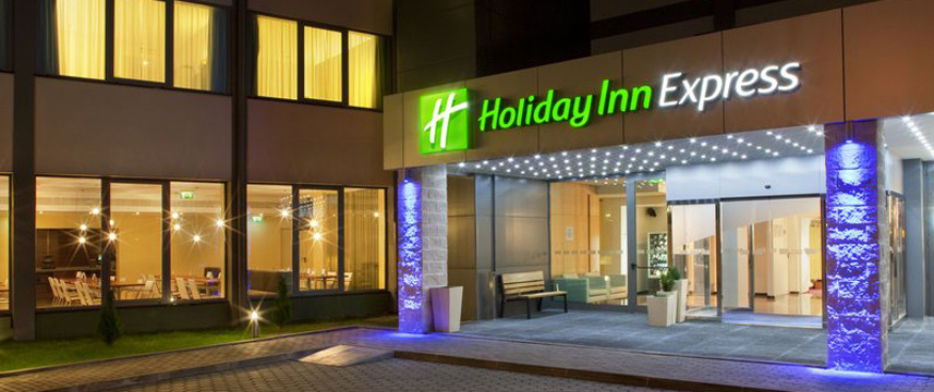 Holiday Inn Express Lisbon Exterior