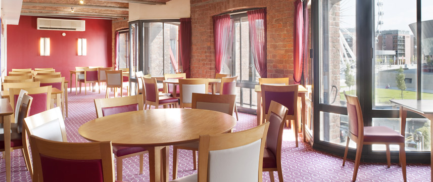 Holiday Inn Express Liverpool Albert Dock Tables