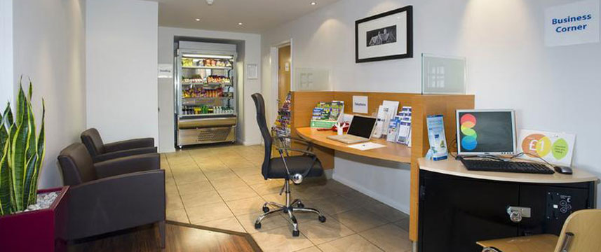 Holiday Inn Express London Chingford - Business Corner