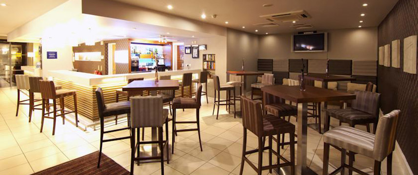 Holiday Inn Express London Croydon - Bar Area