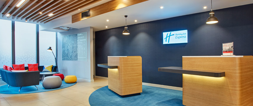 Holiday Inn Express London Ealing - Hotel Reception