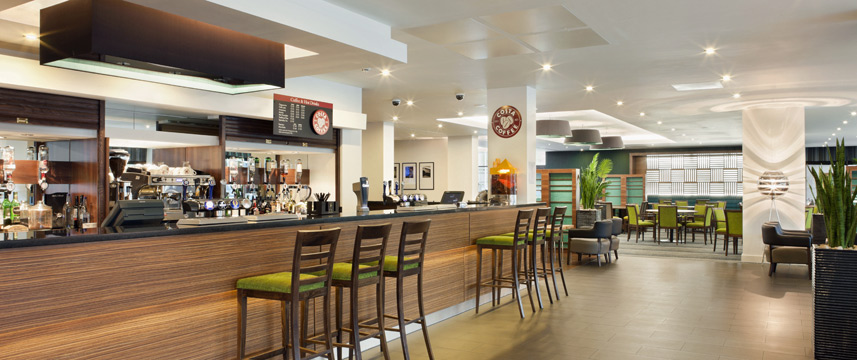Holiday Inn Express London Heathrow T5 Bar