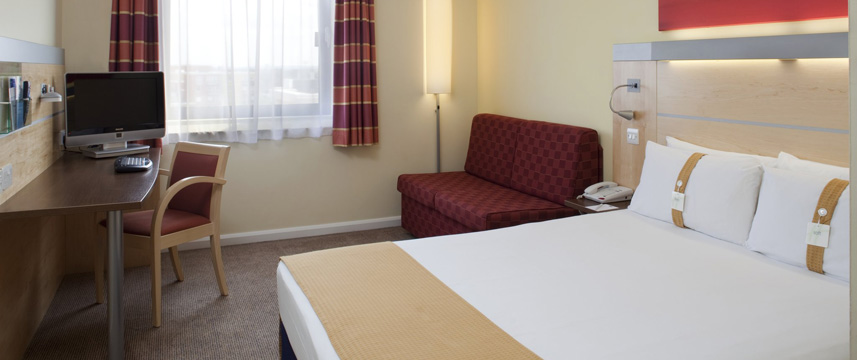 Holiday Inn Express London Newbury Park - Double Bedroom