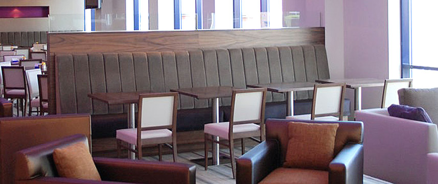 Holiday Inn Express London Newbury Park - Lounge