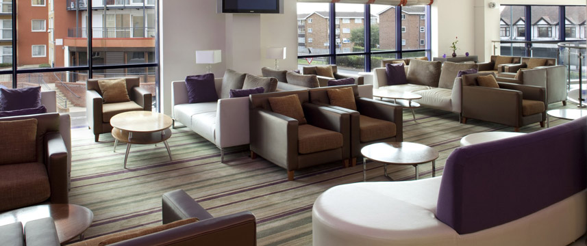 Holiday Inn Express London Newbury Park - Lounge Area