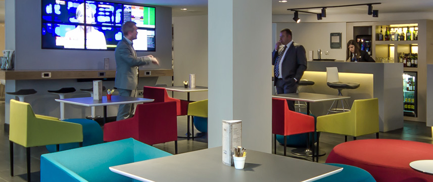 Holiday Inn Express London Southwark - Lobby Bar
