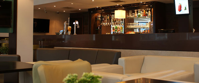 Holiday Inn Express London Stratford Bar Area