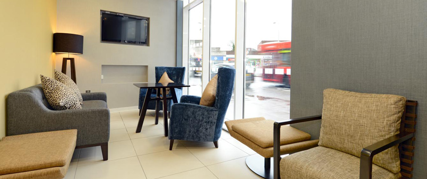 Holiday Inn Express London Wimbledon South - Lounge