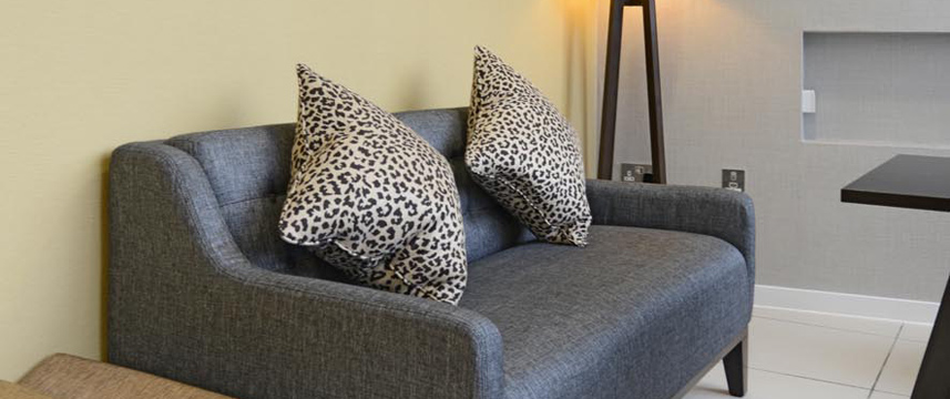 Holiday Inn Express London Wimbledon South - Sofa