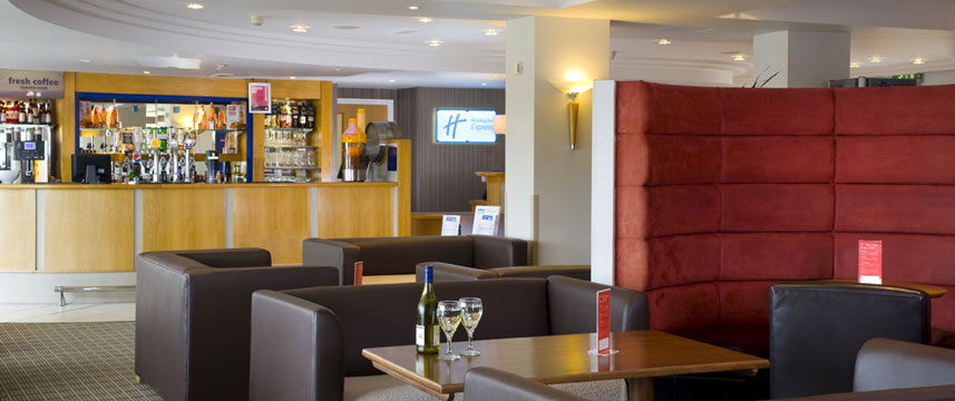 Holiday Inn Express Luton Airport - Bar