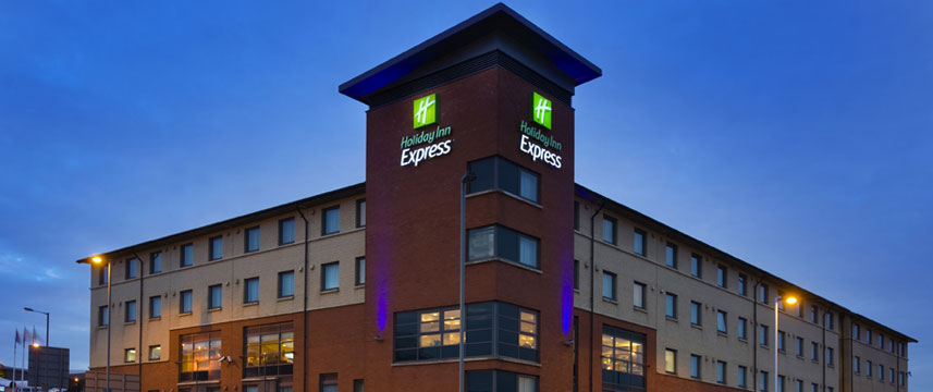 Holiday Inn Express Luton Airport - Exterior