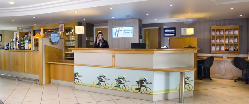 Holiday Inn Express Luton Airport - Reception