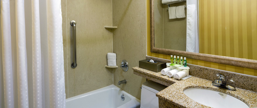 Holiday Inn Express Madison Square Gardens Bathroom
